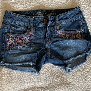 AEO embroidered short